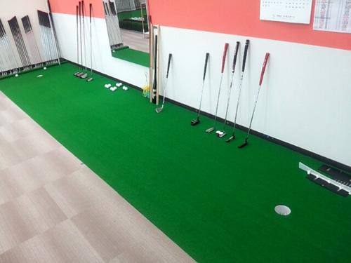 インドアゴルフスクール Golfet5パターコーナー