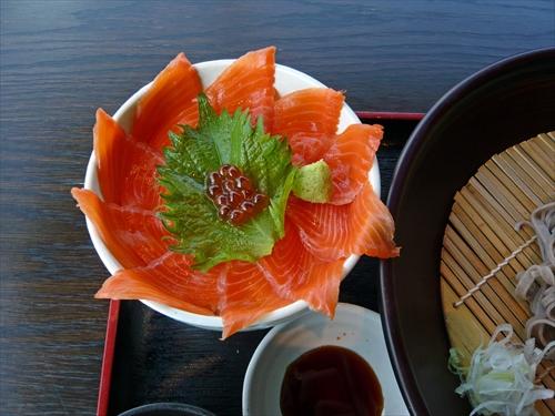 ダイニング梟5鮭いくら丼セット