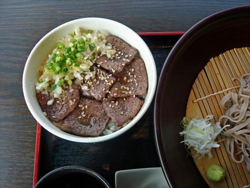 ダイニング梟7炙り和牛丼セット